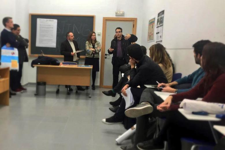 Presentación de pósteres de los alumnos del Programa de Doctorado y discusión con los compañeros del panel.