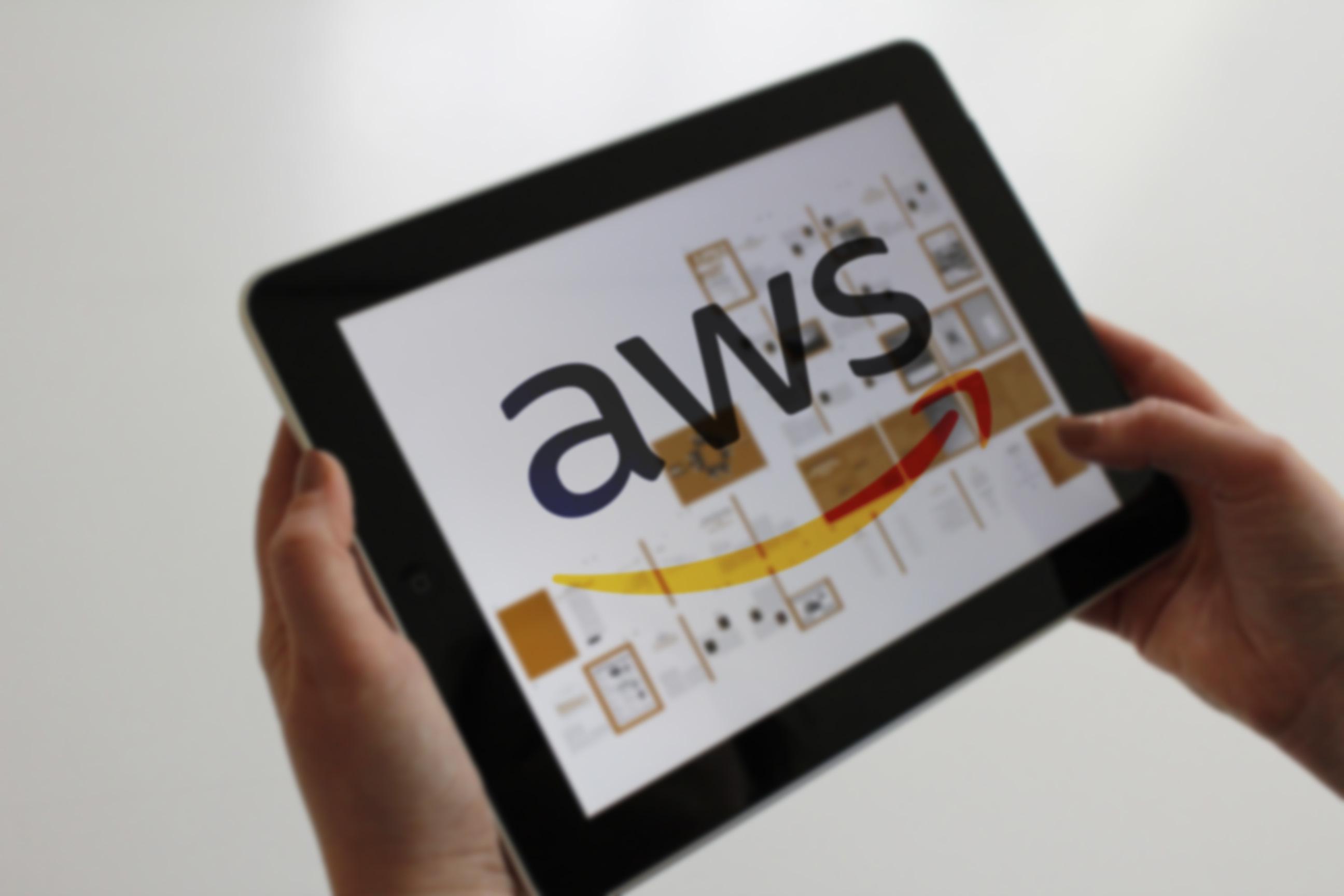 ¿Qué es AWS y qué servicios multimedia aporta?